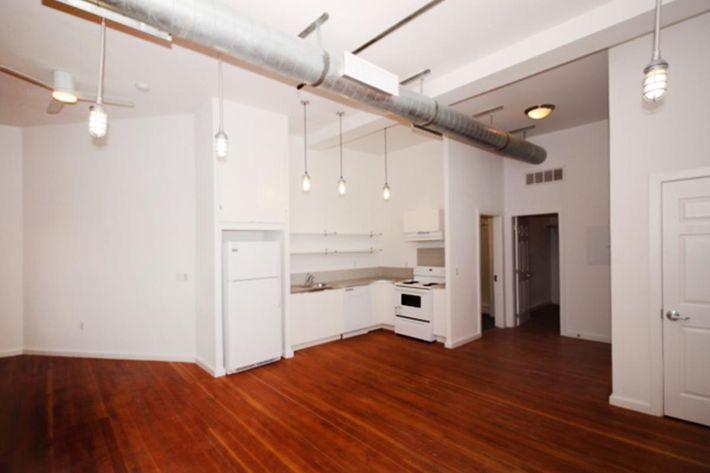 689 sq ft kitchen w lights.JPG