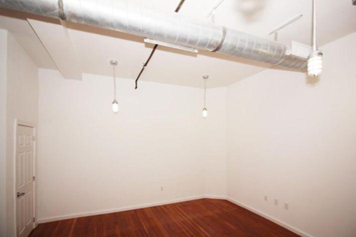 689 sq ft lighting.JPG
