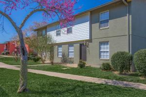 Welcome home to Riverchase Apartments in Nashville, TN
