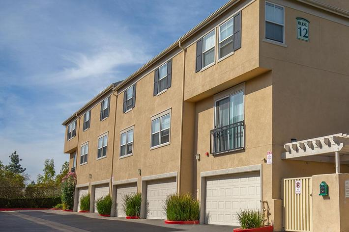 1 BEDROOM APARTMENTS IN LAKE FOREST, CA