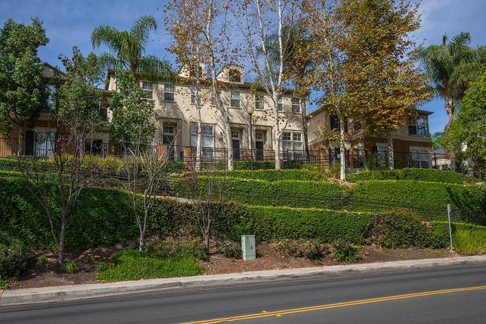 2 BEDROOM APARTMENTS IN LAKE FOREST