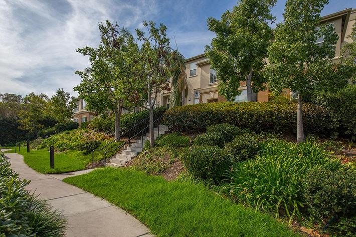3 BEDROOM APARTMENTS IN LAKE FOREST, CA