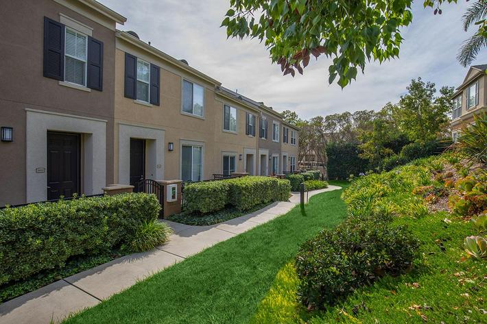 TOWNHOMES FOR RENT IN LAKE FOREST, CA
