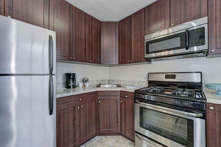 002_2920_Midvale_Ave-Carlton_Park_Apartments_158153_162962.jpg