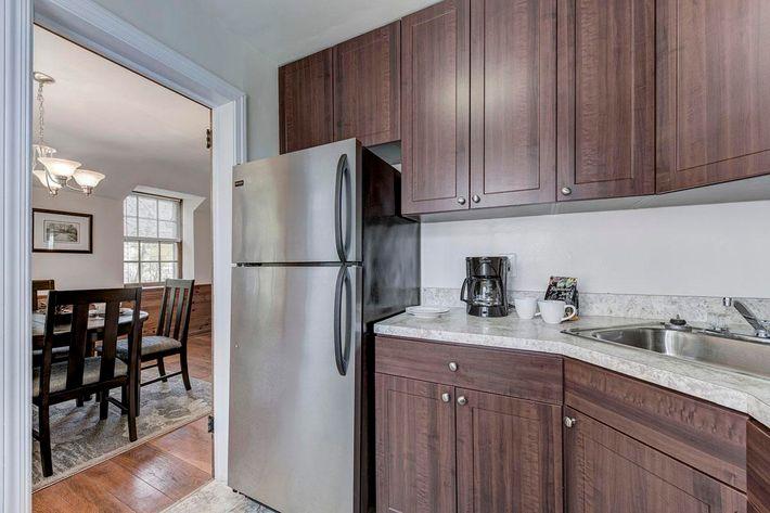 003_2920_Midvale_Ave-Carlton_Park_Apartments_158153_162962.jpg