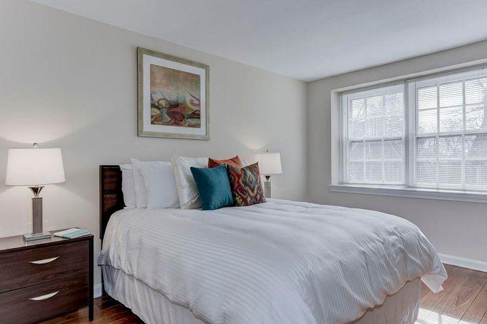 009_2920_Midvale_Ave-Carlton_Park_Apartments_158153_162962.jpg