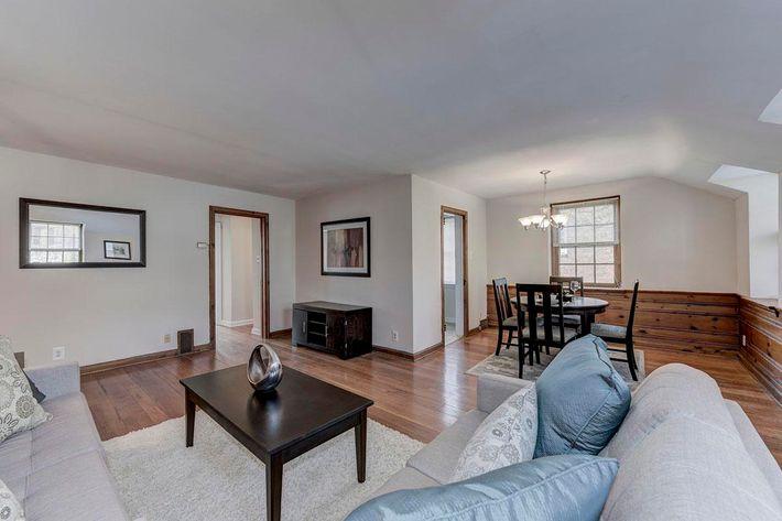 034_2920_Midvale_Ave-Carlton_Park_Apartments_158153_162962.jpg