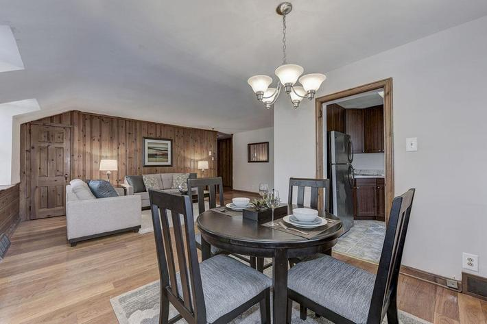 037_2920_Midvale_Ave-Carlton_Park_Apartments_158153_162962.jpg