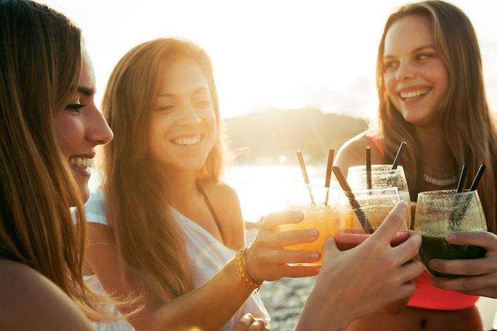 cocktail at sunset iStock_000047080354_XXXLarge.jpg