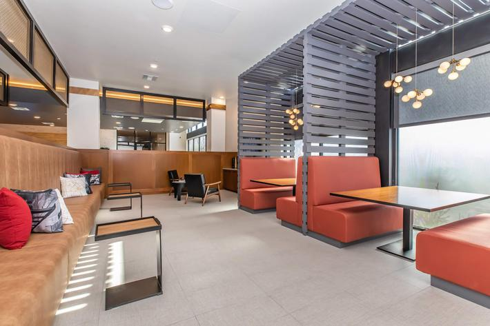 TWO E-LOUNGES