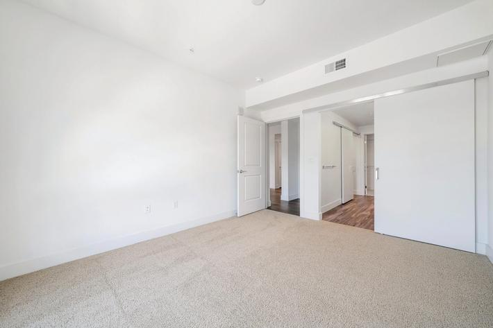 LARGE ONE BEDROOM APARTMENTS FOR RENT