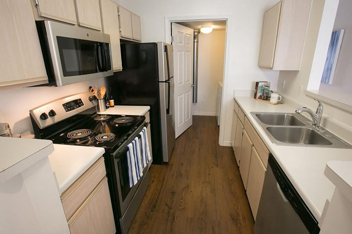 FULLY-EQUIPPED KITCHENS AT THE RESIDENCE AT BARRINGTON APARTMENTS