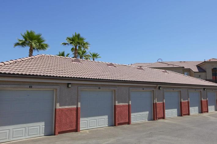 We have garages available at Rio Paseo