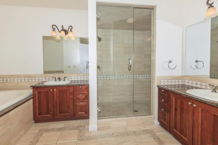 SPACIOUS BATHROOM DESIGNED FOR YOU AT BOCA RATON IN LAS VEGAS, NEVADA