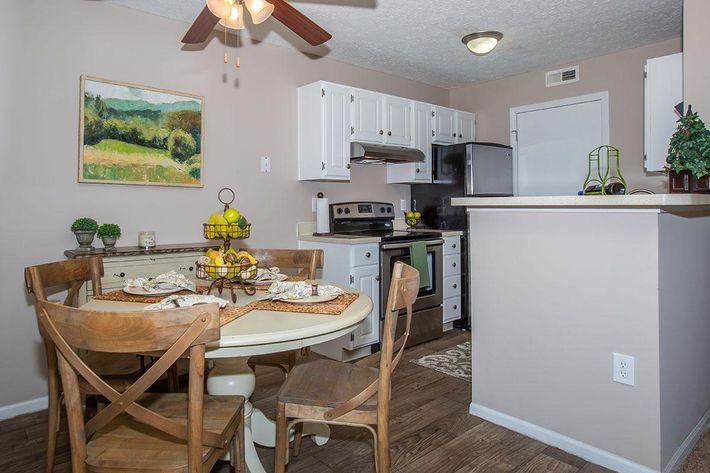 03a Dining Room.jpg