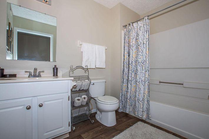 06a Bathroom.jpg