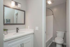 Apartments in Glendale -Windsor Villas Apartments Bathroom