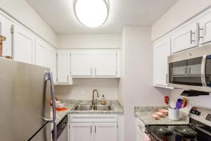 Fully-equipped kitchen in two bedroom apartment