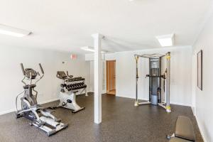 Fitness center at Longwood at Southern Hills