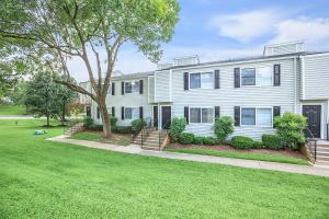 Longwood at Southern Hills  offers beautifully landscaped surroundings