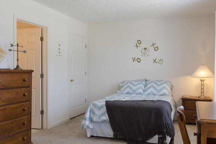 Bloomington-Copper_Beech_Way-Bedroom_Top_Front_Bathroom_Door1.jpg