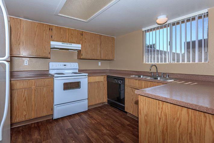 SPACIOUS KITCHEN AT BELLA ESTATES APARTMENT HOMES IN LAS VEGAS, NEVADA