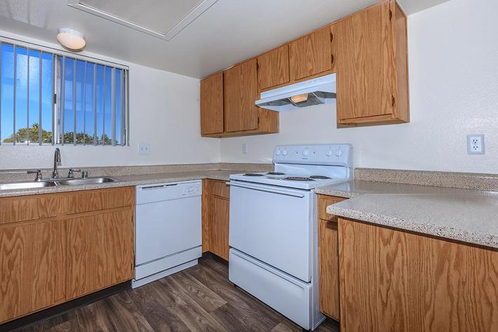 FULLY-EQUIPPED KITCHEN AT BELLA ESTATES APARTMENT HOMES IN LAS VEGAS, NEVADA