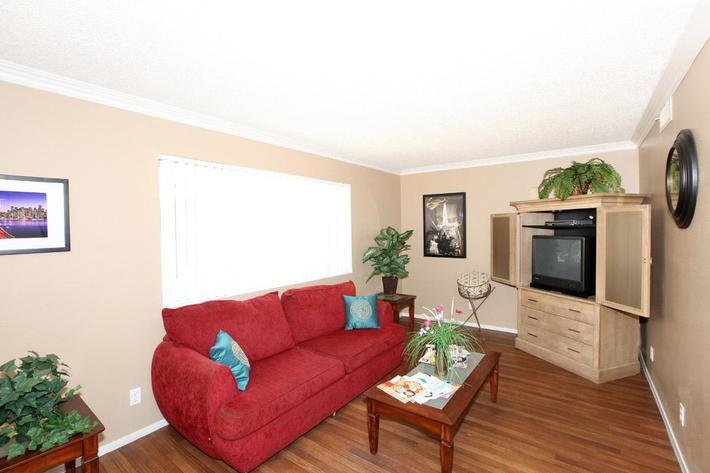 Bellas Estates Apartment Homes offers you Vinyl and Carpeted floors