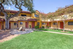 TAKE A NICE STROLL AT THE ARTS APARTMENTS AT SOUTH AUSTIN