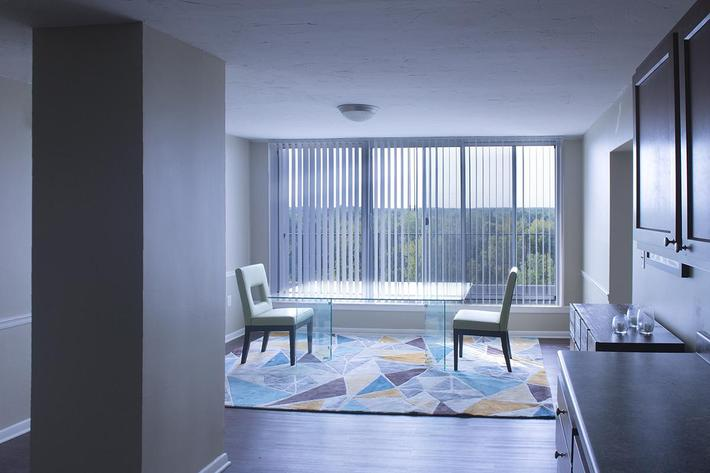 The Perch Penthouse - Dining Room 003.jpg